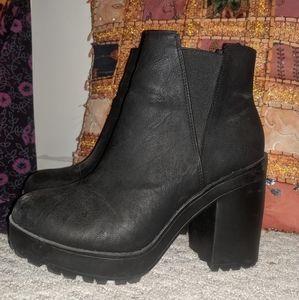 chunky heel black boots